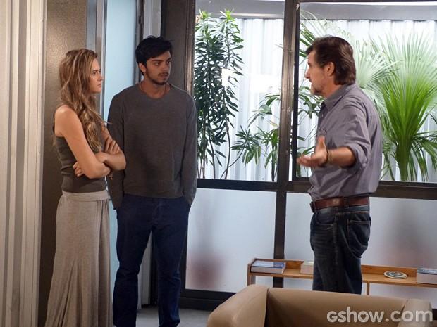 LC fica irado ao ouvir que Marlon quer abandonar a Comunidade (Foto: Além do Horizonte/ TV Globo)