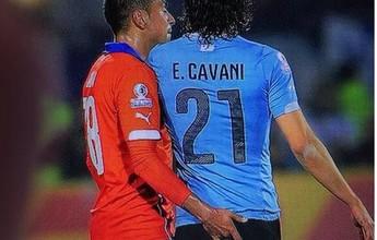 """Jara lembra """"dedada"""" em Cavani e  diz que não se arrepende: """"Do jogo"""""""