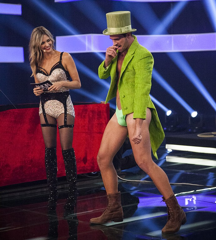 Borat faz dancinha no Amor e Sexo (Foto: Raphael Dias/Gshow)