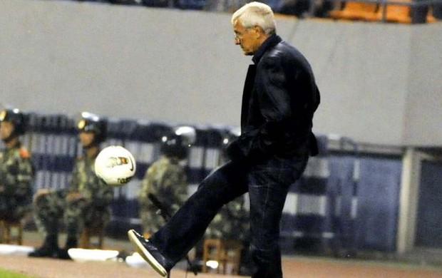 Marcelo Lippi no comando do Guangzhou Evergrande (Foto: Reprodução/Sina.com)