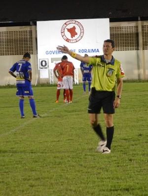 Yugo Paiva, árbitro do quadro da FRFCBF (Foto: Rodrigo Litaiff)