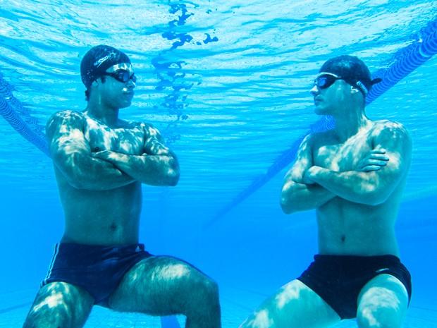 Sérgio Malheiros e Guilherme Leicam fazm graça embaixo d'água (Foto: Raphael Dias/Gshow)