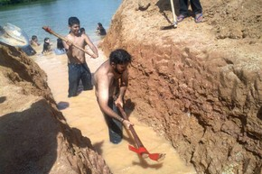 About 300 Indians and environmentalists occypied a cofferdam at the Belo Monte construction site on Friday