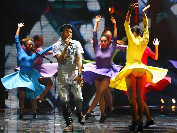 Pharrel Williams se apresenta no MTV EMA 2015 em Milão, na Itália (Foto: REUTERS/Stefano Rellandini)