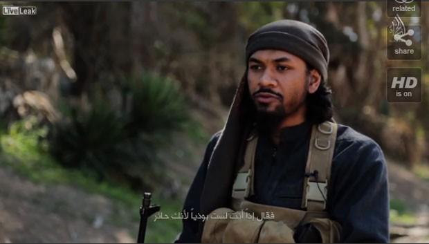 Neil Prakash, agora chamado de Abu Khaled al Cambodi, em vídeo divulgado pelo Estado Islâmico (Foto: Reprodução/LiveLeak/reddit-reposts )