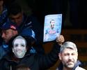 Sem Higuaín, Napoli vence com gols de trio de ataque e protestos