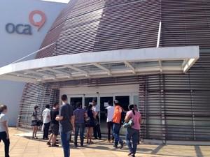 Prédio da OCA foiu arrombado na madrugada desta segunda-feira (9) (Foto: Aline Nascimento/G1)