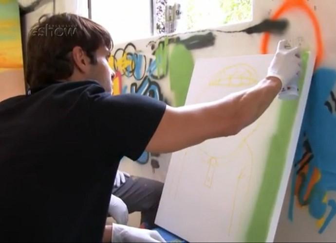 Kaká pinta quadro com Osgemeos no Domingão (Foto: TV Globo)