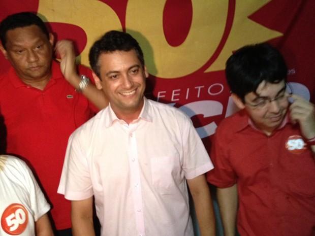 Clécio Luís (de branco), ao lado do vice Allan Sales (primeiro, a partir da esq.) e do senador Randolfe Rodrigues (Foto: Priscilla Mendes / G1)