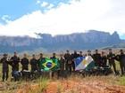 Expedição ao Monte Roraima celebra Dia do Exército; bandeira foi hasteada
