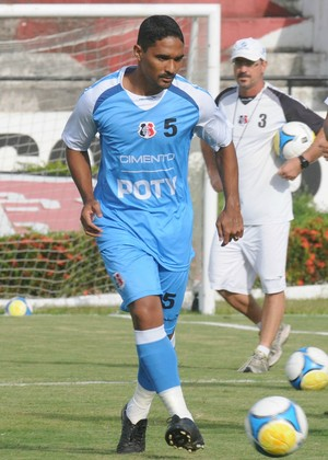 Everton Santa Cruz (Foto: Aldo Carneiro / Pernambuco Press)