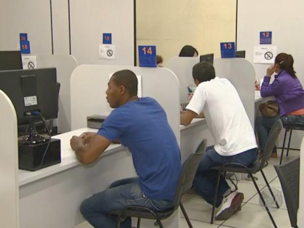 População procura CPAT em busca de emprego em Campinas (SP) (Foto: Reprodução/ EPTV)
