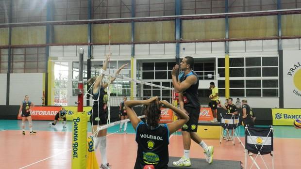 Treino técnico Praia Clube, pré-jogo Minas Tênis (Foto: Caroline Aleixo/GLOBOESPORTE.COM)