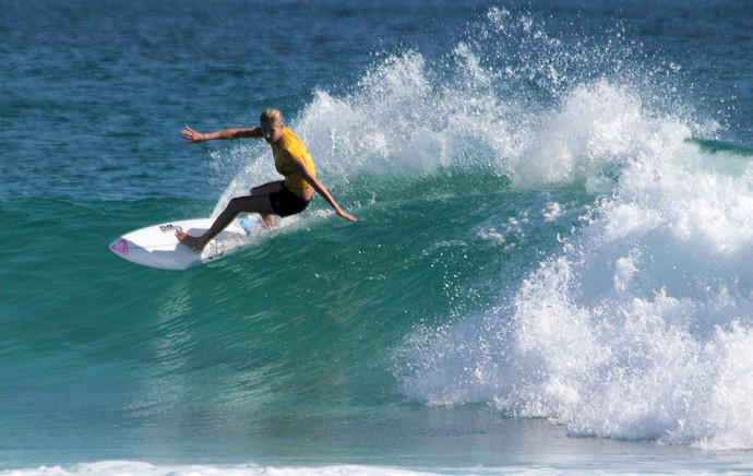 Stephanie Gilmore, surfe (Foto: Luciana Pinciara / Motion Photos)
