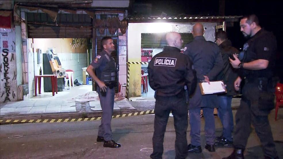 Quatro homens dispararam contra dois bares em Guarulhos (Foto: Reprodução/TV Globo)
