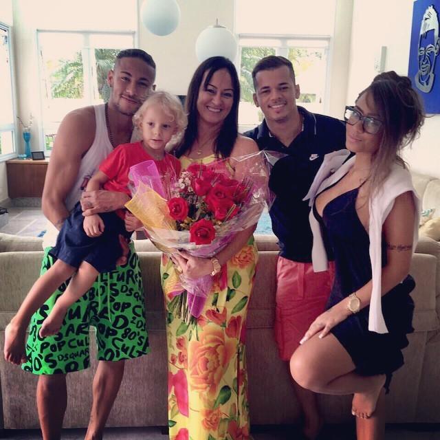 Neymar mulheres família