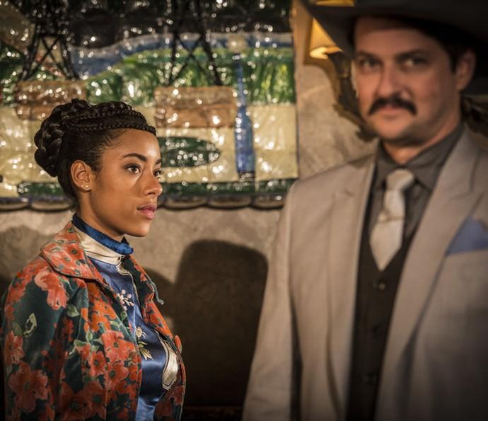 Sophie surpreende Carlos Eduardo (Foto: Inácio Moraes/Gshow)