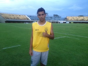 Meia atacante Renatinho do Tocantinópolis em treino de preparação para partida contra o Interporto (Foto: Camila Rodrigues/GloboEsporte.com)
