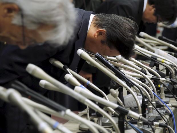 Executivos da Mitsubishi em coletiva realizada em Tóquio (Foto: REUTERS/Toru Hanai)