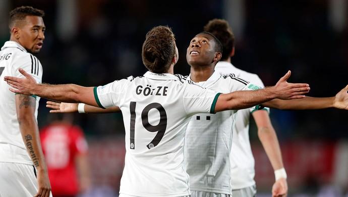 Mario Gotze comemoração Bayern de Munique contra Guangzhou Evergrande (Foto: AP)