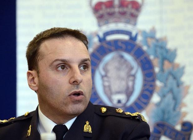 James Malizia, da Royal Canadian Mountain Police, fala durante entrevista coletiva sobre a prisão de suspeitos de planejar ataques terroristas (Foto: Aaron Harris/Reuters)