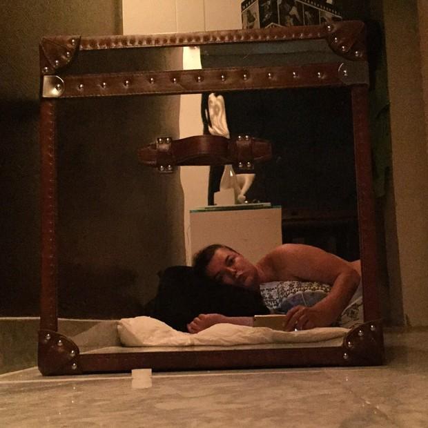 Até o término da reforma David Brazil vai dormir no chão (Foto: Divulgação)