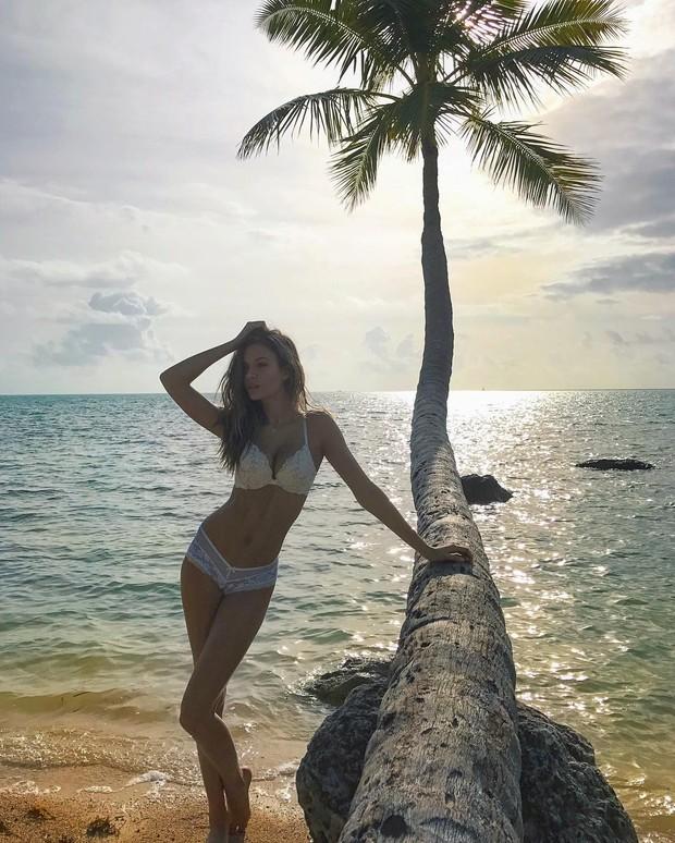 Josephine Skriver esbanja sensualidade  (Foto: Reprodução do Instagram)