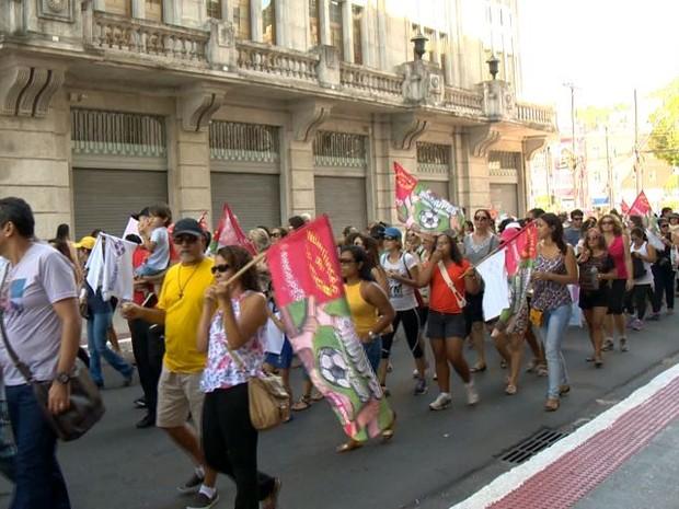 Servidores protestam por reajuste salarial, em Vitória (Foto: Reprodução/ TV Gazeta)
