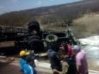 Caminhão tomba e tem carga de material esportivo saqueada no RN
