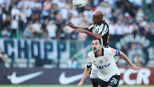 Danilo e Marcos Assunção, Corinthians x Santos (Foto: Marcos Ribolli)