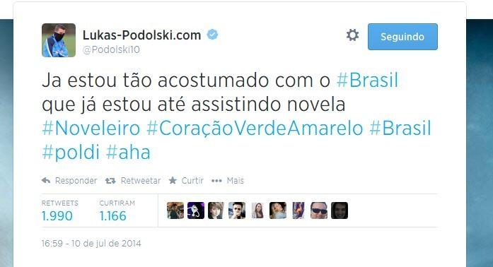 Podolski se entrega e diz que acompanha novelas brasileiras