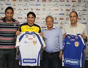 Barueri apresentou o novo treinador Vinícius Eutrópio e o Zagueiro Ronaldo Angelin (Foto: José Gonzalez / Globoesporte.com)