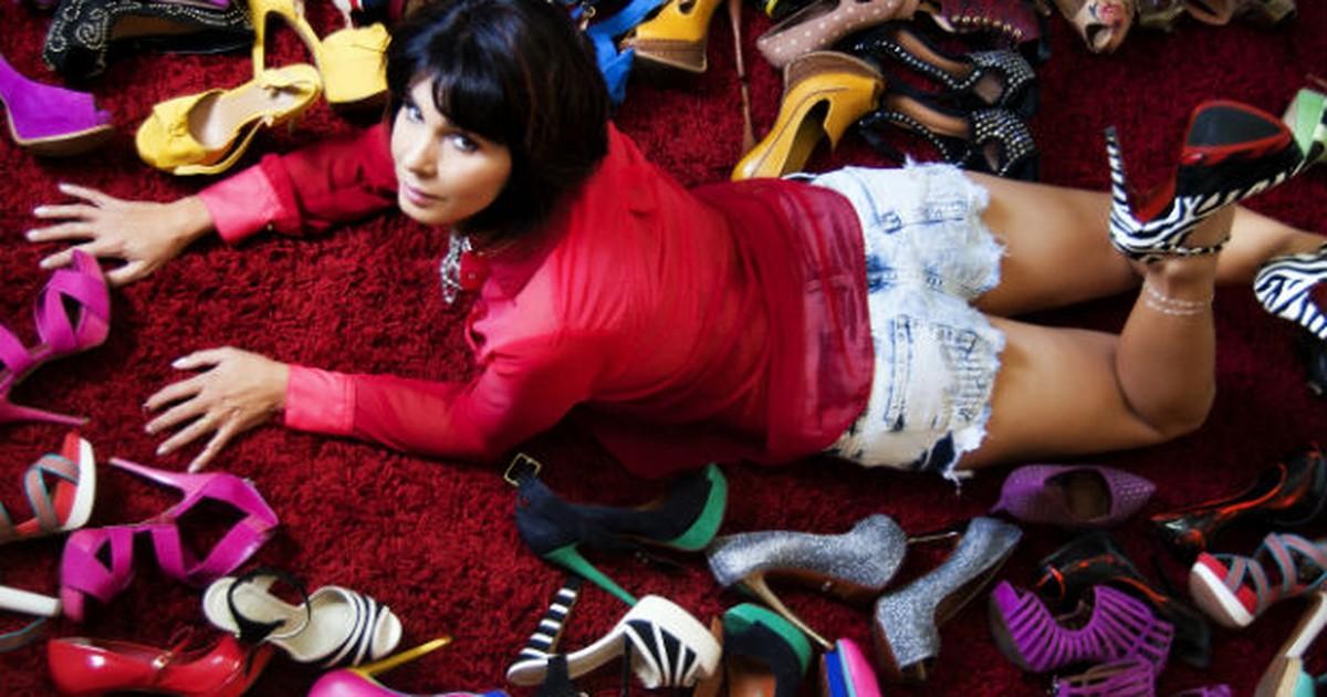 0c1bcdb071 G1 - 'É paixão de infância', diz professora com mais de mil sapatos em MG -  notícias em Triângulo Mineiro