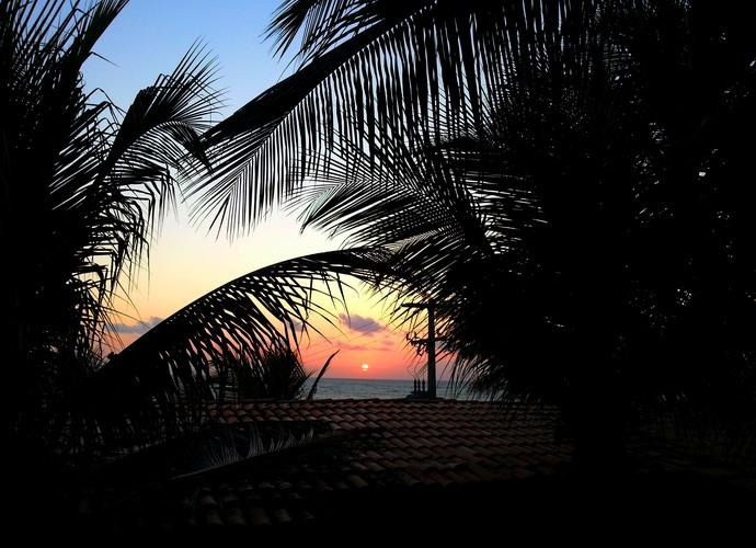 Vista do sol nascendo em Baía Formosa-RN (Foto: Lidiane Medeiros)
