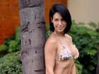 Bella Falconi mostra barriga trincada em foto