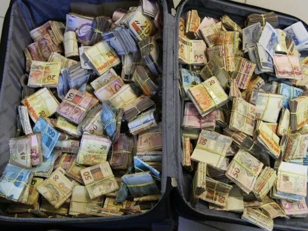Dinheiro foi apreendido após uma denúncia (Foto: Polícia Federal/Divulgação)