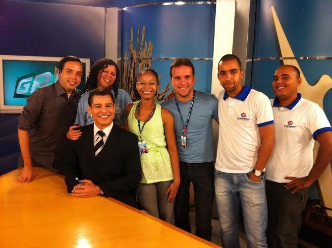 Equipe da TV Grande Rio no estúdio da emissora (Foto: Arquivo Pessoal)