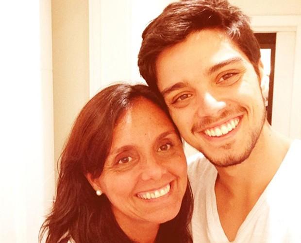 Rodrigo Simas com sua mãe Ana (Foto: Acervo pessoal)