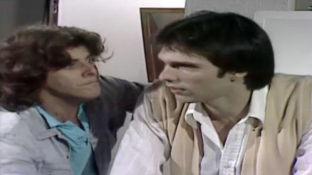 Cirilo diz a Romo que precisa lhe contar um segredo (Foto: Reproduo/viva)