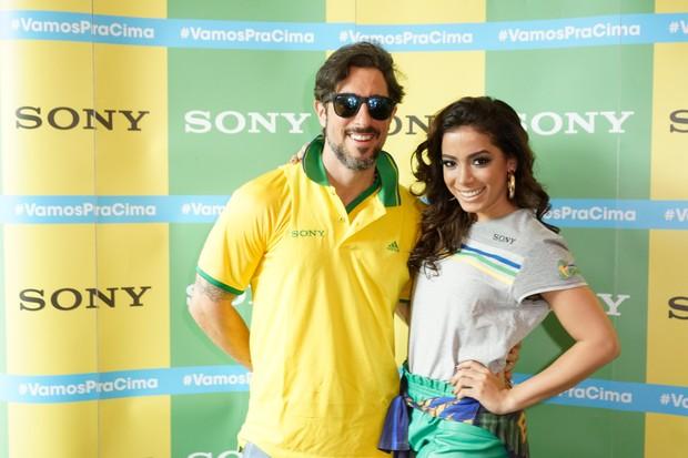 MArcos Mion e Anitta no Ponto de Encontro de encontro Sony do jogo Brasil x Alemanha - BH (Foto: Sony Produtora 7)