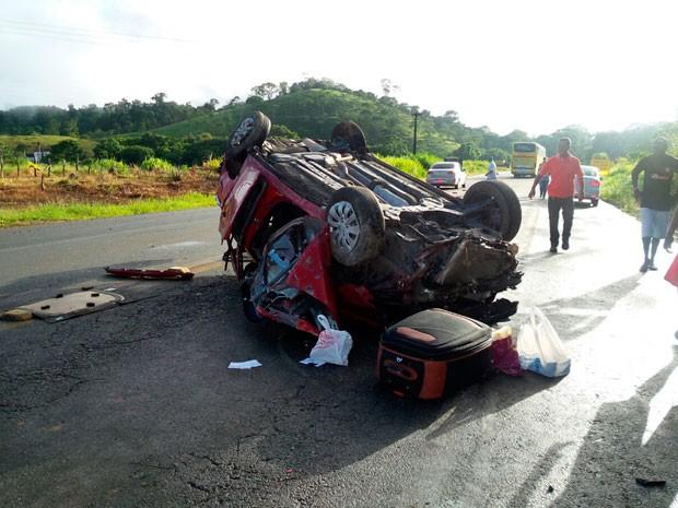 Capotamento deixou vereador gravemente ferido e matou esposa (Foto: Camila Oliveira/TV Santa Cruz)