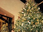 Mariah Carey mostra árvore de Natal, mas sensualiza e decote rouba a cena