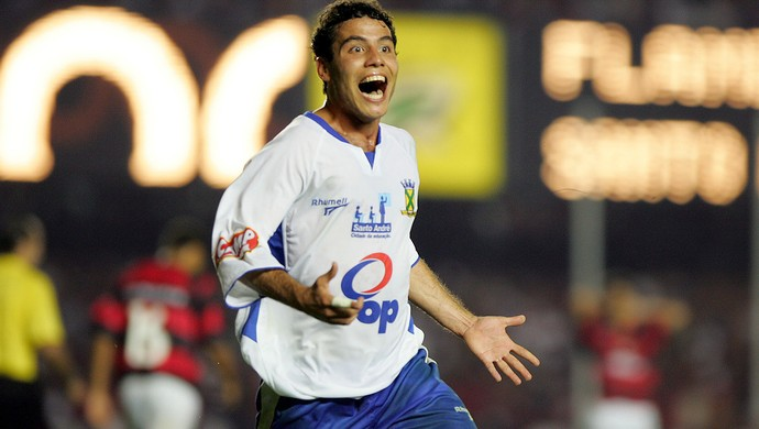 Elvis gol Santo André contra Flamengo 2004 Copa do Brasil (Foto: Arquivo / Agência Estado)