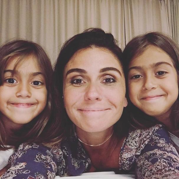 Giovanna Antonelli com as gêmeas fofas (Foto: Reprodução Instagram)