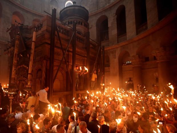 Celebração da Páscoa Ortodoxa, na Igreja do Santo Sepulcro, em Jerusalém (Foto: Gali Tibbon / AFP)