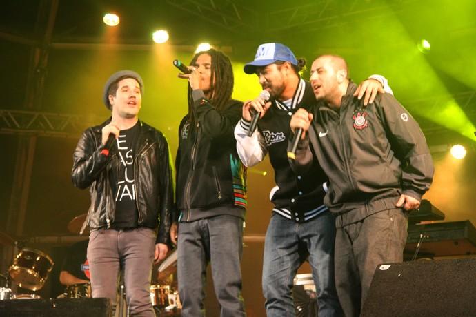 Rogério Flausino, Alexandre Carlo, Logan Bell e Badauí fazem tributo a Bob Marley no João Rock em 2011 (Foto: Duzzek)