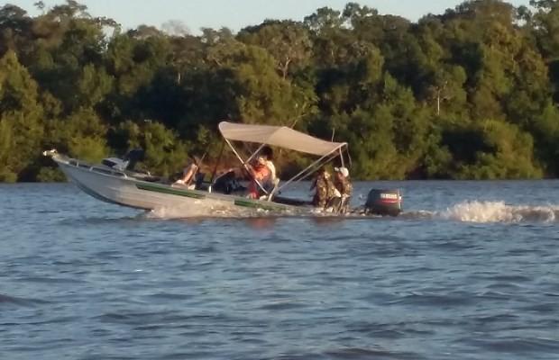 Embarcações lotam o rio durante a temporada em Goiás (Foto: Neila Bitar/ TV Anhanguera)