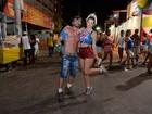 Laura Keller curte carnaval baiano de shortinho: 'Gosto no meio do povo'