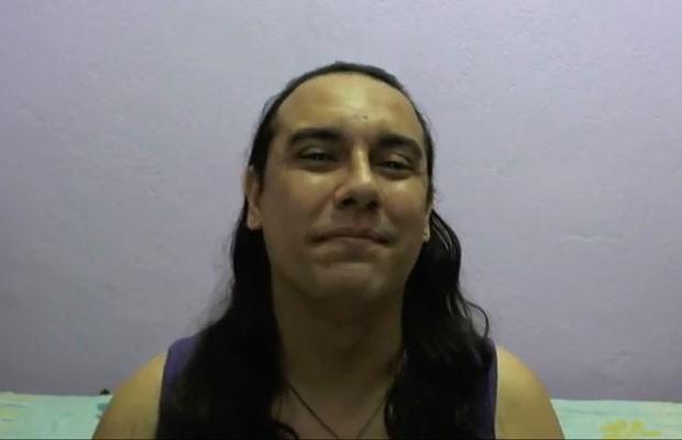 O transexual Föxx Salema que publicou vídeo no YouTube para contar sobre processo que move contra o Facebook (Foto: Reprodução/YouTube)