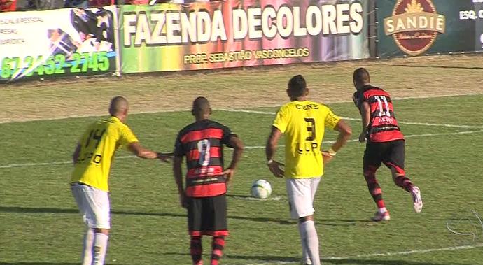Duelo entre Águia Negra e Cene pelo primeiro jogo da final do estadual (Foto: Reprodução/TV Morena)